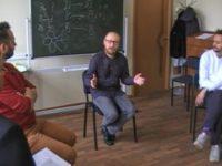 Понимание социально-психологического тренинга в различных психологических направлениях: сравнительный анализ